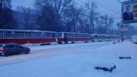 В Саратове на перекрестке Астраханской и Зарубина встали трамваи