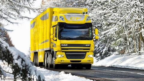 В Саратовском районе из-за снегопада запретили движение грузовиков по федеральной трассе