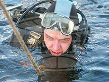 Водолазы искали утопленника в полынье напротив Набережной