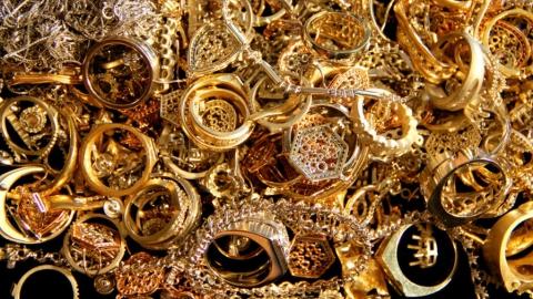 Саратовца заподозрили в незаконном заработке двух миллионов на драгоценных металлах