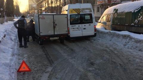 В Саратове из-за аварии около 1-й горбольницы встали троллейбусы