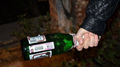 """В кафе """"Трактир"""" девушка разбила бутылку об голову молодого человека"""