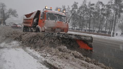 Под Саратовом снег на федеральных трассах убирают 65 единиц техники