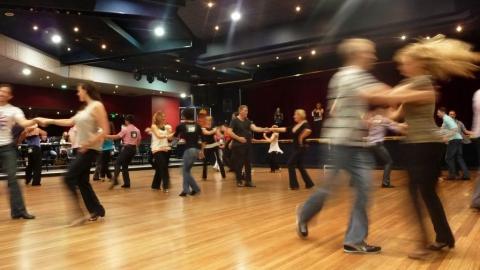 Саратовцев приглашают на бесплатное занятие по танцу West Coast Swing