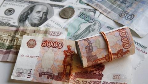 Российский рубль подешевел на 50 копеек по сравнению с долларом