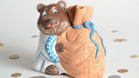 У саратовчанки украли 80 тысяч из копилки в виде медведей