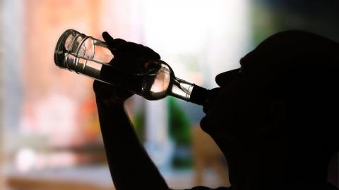 Выпившего украденный из магазина алкоголь саратовца осудят