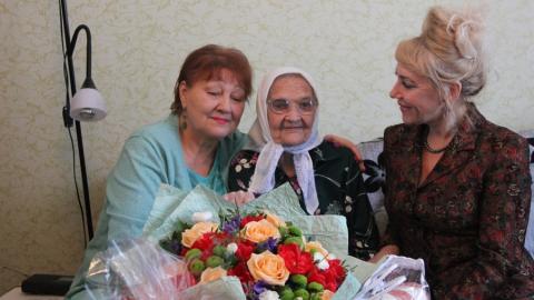 Саратовский НПЗ поздравил ветерана предприятия со 100-летием