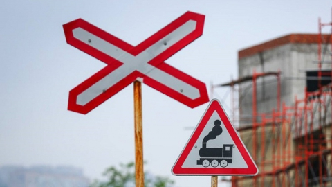 В Заводском районе временно закроют железнодорожный переезд