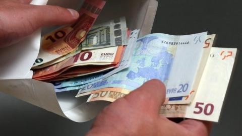 Жительница села попалась на даче валютной взятки начальнику районного отдела полиции