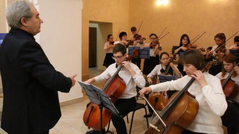 В старом ТЮЗе губернатору показали достижения молодых талантов