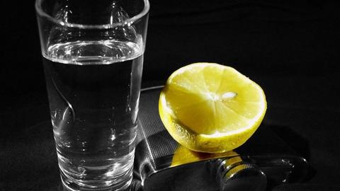 Житель Энгельса успел выпить краденую из магазина водку