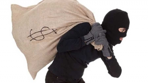 Саратовец украл у сестры бытовые приборы и колеса от машины