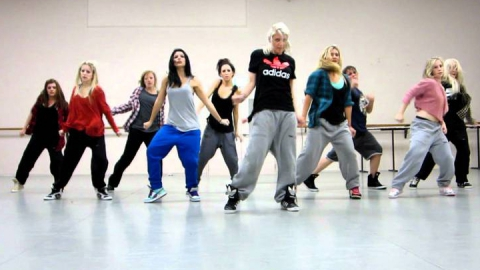 Саратовцев ждут на занятии по хип-хоп хореографии и показе фильма о любви