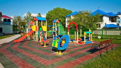 Администрацию Духовницкого района обязали обслуживать восемь детских площадок