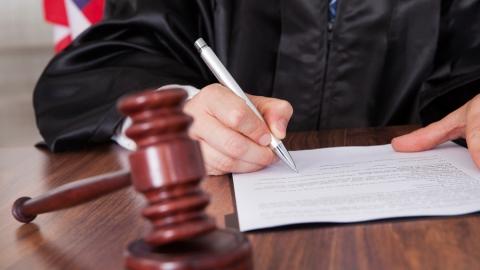 Убившим мужчину приятелям дали 34 года строгой колонии на двоих
