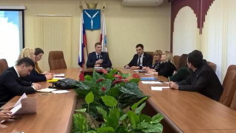 """Депутаты выразили недовольство """"карьеризмом и чинопочитанием"""" молодежи"""