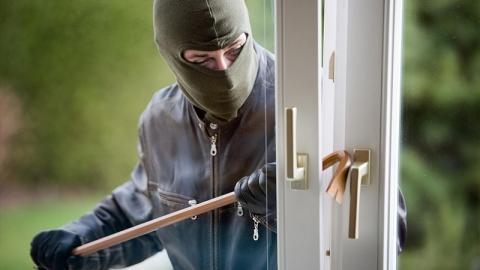 Житель Федоровки через окно проник в дом односельчанина и похитил 44 тысячи рублей