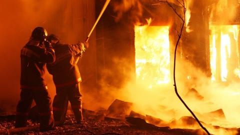 Под Энгельсом горел сарай на площади 70 квадратных метров