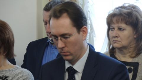 """Исаев раскритиковал главу комитета по финансам за """"цифры"""" а не """"процессы"""""""