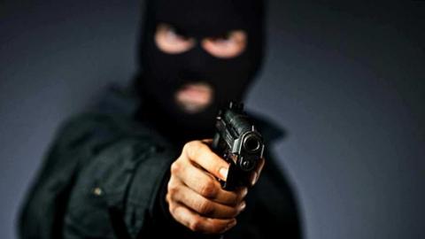 В Саратове налетчики с пистолетом ограбили офис микрофинасовой организации