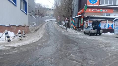 В Саратове улицу Шелковичную заливает водой