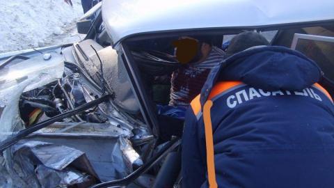 В массовой аварии с грузовиком под Хвалынском пострадали трое мужчин