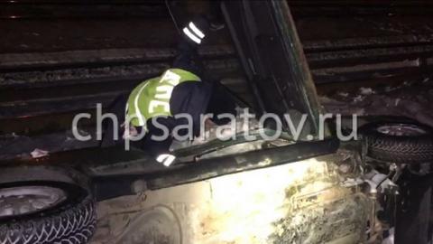 """В Саратове около железной дороги опрокинулась """"восьмерка"""", водитель скрылся"""