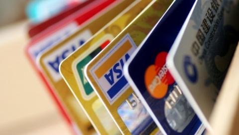 Подростки украли у саратовца карту и сняли 19 тысяч рублей