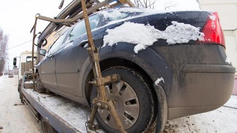 Саратовцы поддержали инициативу о принудительной эвакуации мешающих уборке машин