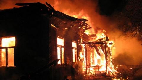 Пожилая женщина погибла на пожаре под Самойловкой
