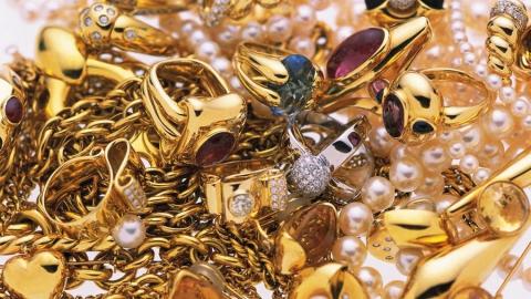 В Саратове в доме адвоката вскрыли сейф и вынесли золото