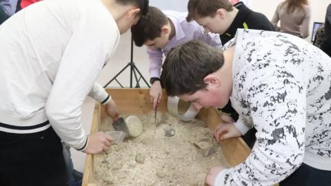 В Музее естествознания СГТУ открылась лаборатория для юных палеонтологов и археологов