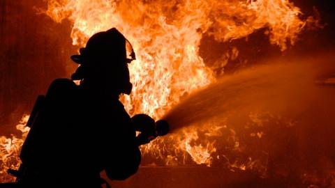 В Саратове горели две квартиры и СТО