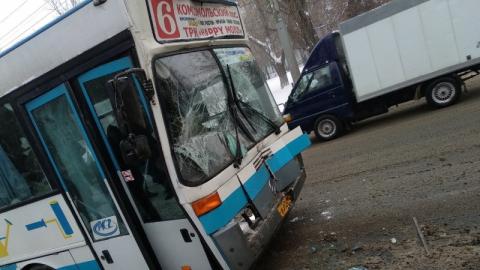 На 16-м квартале столкнулись пассажирские автобусы
