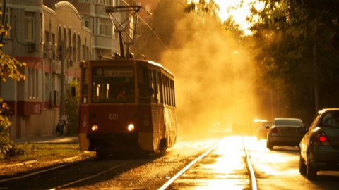 Остановки в саратовских трамваях озвучил капитан команды КВН Кирилл Лопаткин