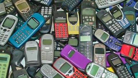 В Саратове мужчина украл сотовый телефон у соседей