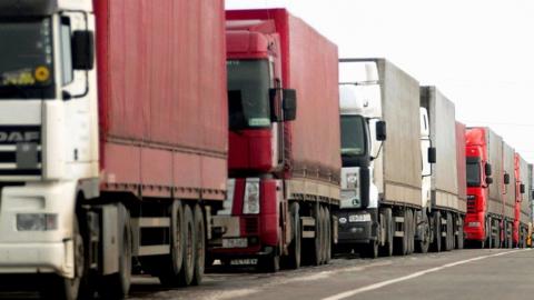 В Саратовской области вводят месячный запрет на движение большегрузов