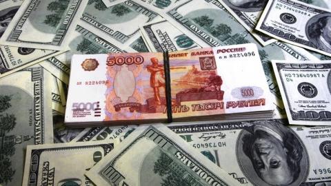 Российский рубль находится под давлением на фоне укрепления доллара