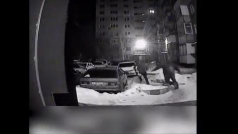 Грабитель выронил похищенные 700 тысяч рублей во дворе