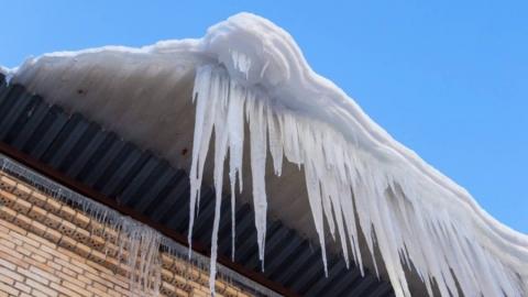 Администрация назвала ответственного за падение льда на подростка на Белоглинской