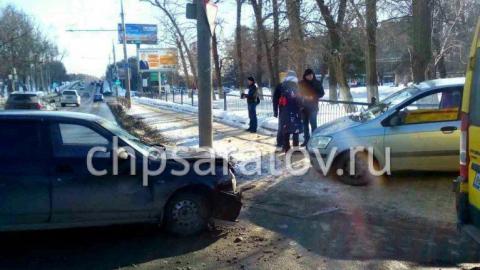 """Пассажирка """"Хундай"""" пострадала при столкновении с """"Приорой"""" на Стрелке"""