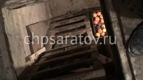 Саратовские спасатели помогли упавшему в погреб мужчине