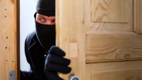 В Марксе несовершеннолетние подростки подозреваются в квартирной краже