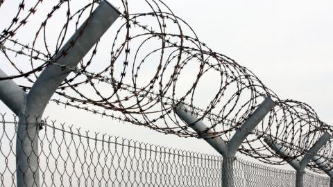 Семейный дебошир приговорен к пяти годам за избиение полицейского
