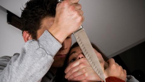 В Ровном ревнивый мужчина перерезал горло своей жене