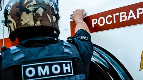 Бойцы ОМОН штурмовали квартиру в Заводском районе для поимки подозреваемого в убийстве