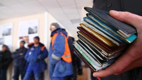 За неделю саратовские полицейские выдворили из страны 26 нелегалов