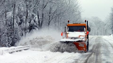 На расчистку федеральных трасс Саратовской области выехали 65 единиц техники
