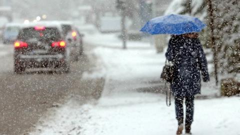 МЧС предупреждает о сохранении снегопада в понедельник